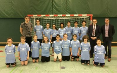 Neue Trikots für die Handball-AG